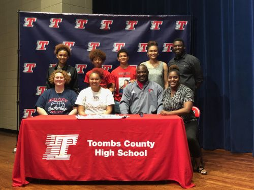 Bullard Signs With Thomas University