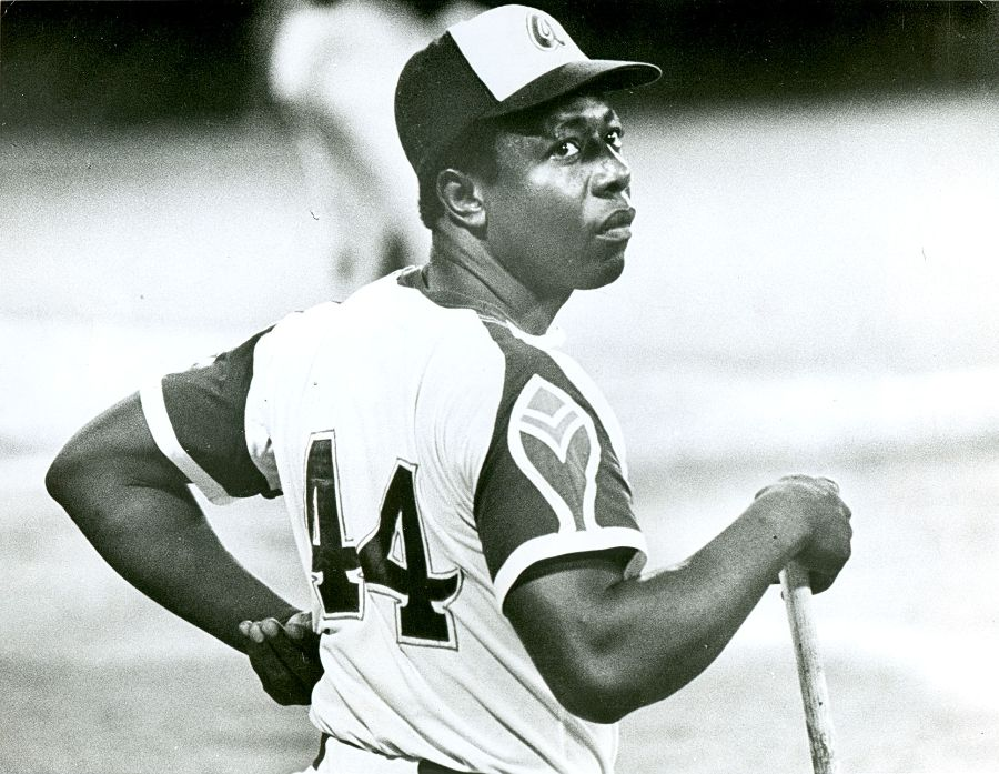 Braves Legend Hank Aaron Passes Away